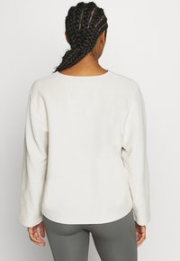 Filippa K - REVERSED SPLIT - Sweatshirt - ivory - 2