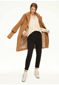 comma casual identity - MIT JACQUARD-MUSTER - Jumper - beige houndstooth artwork - 1