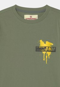 Vingino - HULO - Print T-shirt - light army green - 2