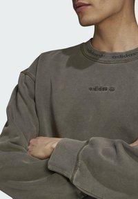 adidas Originals - Sweatshirt - brown - 4