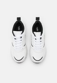 Rubi Shoes by Cotton On Wide Fit - WIDE FIT BLAKE DAD TRAINER - Sneakersy niskie - white/black - 5