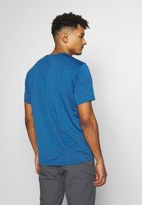 Jack Wolfskin - CROSSTRAIL GRAPHIC - Print T-shirt - indigo blue - 2