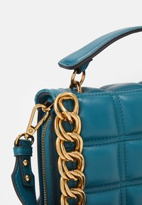 Topshop - WEBB CHAIN UPDATE - Borsa a tracolla - teal - 4