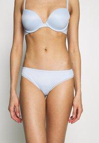 Calvin Klein Underwear - LIQUID TOUCH THONG - Thong - baby blue - 0