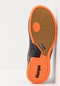 Kempa - ATTACK PRO CONTENDER CAUTION  - Håndboldsko - black/fluo orange - 4