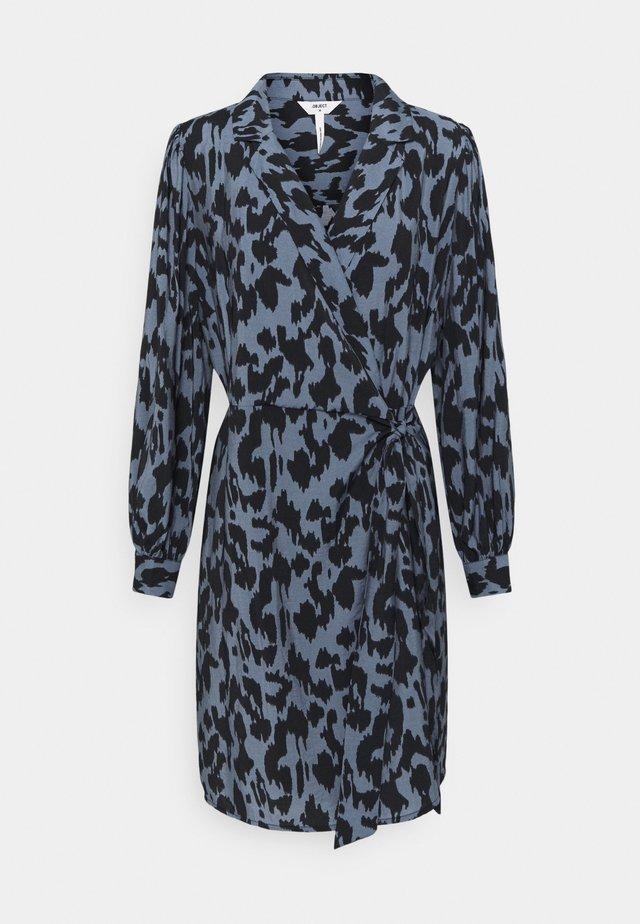 OBJMARCELA SHORT WRAP DRESS - Korte jurk - blue mirage/black