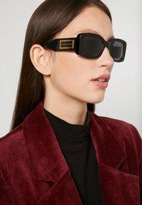 Versace - Sluneční brýle - black - 1