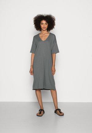 DRESS SHORT SLEEVE V-NECK - Žerzejové šaty - olive garden