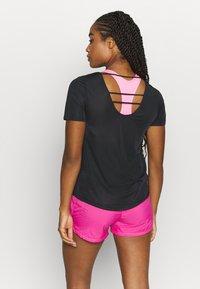 Nike Performance - BREATHE - Print T-shirt - black/silver - 2