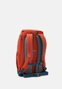 Deuter - WALKER UNISEX - Turistický batoh - orange - 2