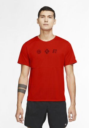 RUN  - T-shirt con stampa - chile red black