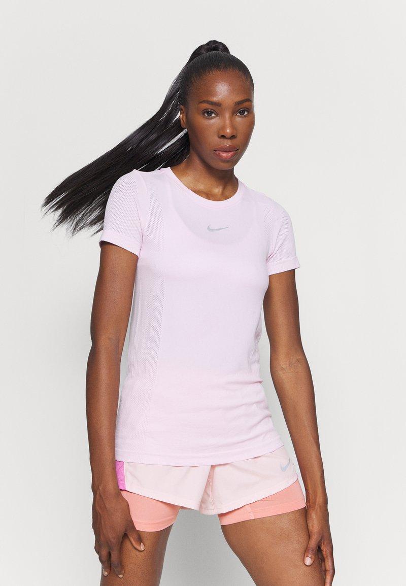 Nike Performance - INFINITE - Print T-shirt - pink foam/reflective silver