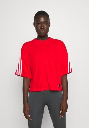 TEE - Camiseta estampada - vivid red