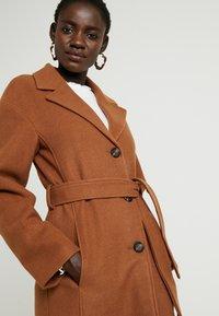 KIOMI TALL - Manteau classique - dark brown - 3