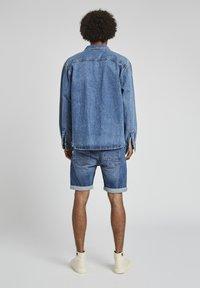PULL&BEAR - Jeansshorts - dark blue - 2