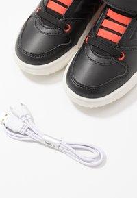 Geox - GRAYJAY BOY - Sneakersy wysokie - black/dark orange - 5