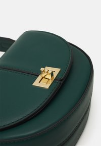Forever New - ANNA STRUCTURED CRESCENT SADDLE - Across body bag - forest green - 3