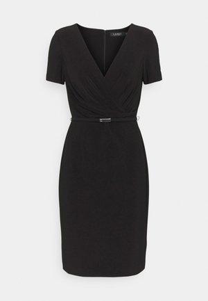 ALEXIE SHORT SLEEVE DAY DRESS - Pouzdrové šaty - black