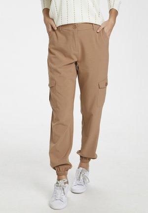KAEDA  - Pantaloni cargo - camel