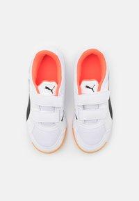 Puma - AURIZ V JR UNISEX - Sports shoes - white/red blast - 3