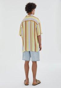 PULL&BEAR - Skjorta - yellow - 2