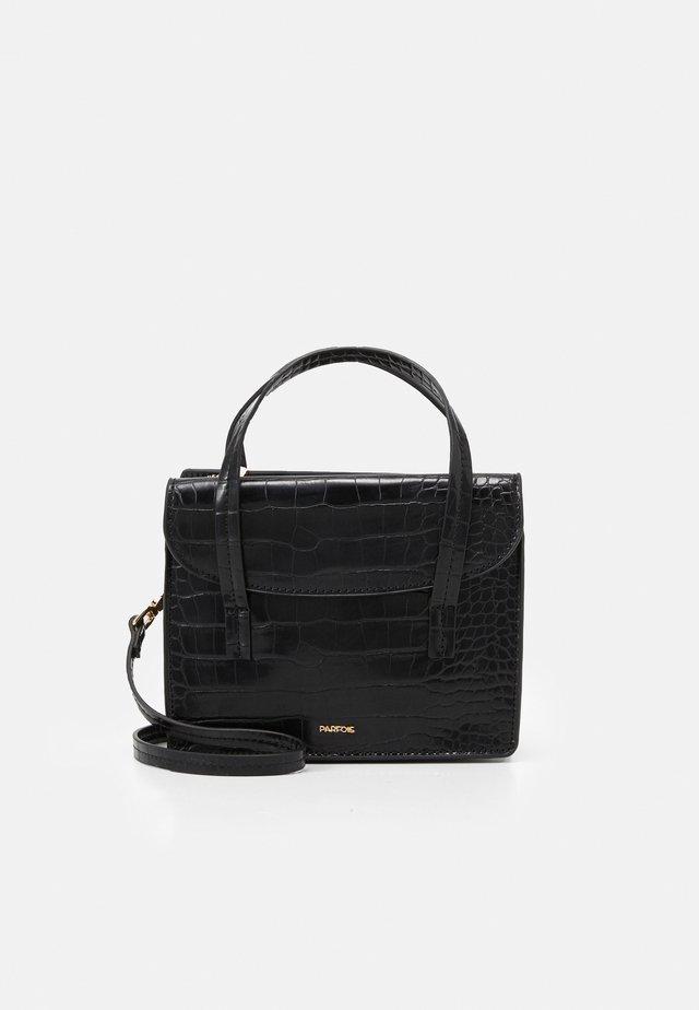 CROSSBODY BAG CARP - Across body bag - black
