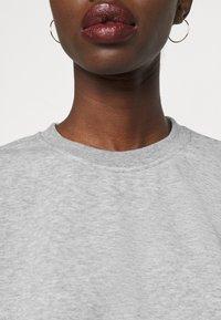 Vero Moda Tall - VMNATALIA SET  - Sweatshirt - light grey melange - 6