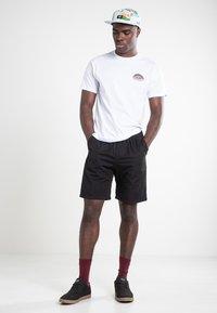 Vans - RAINBOW  - Print T-shirt - white - 1