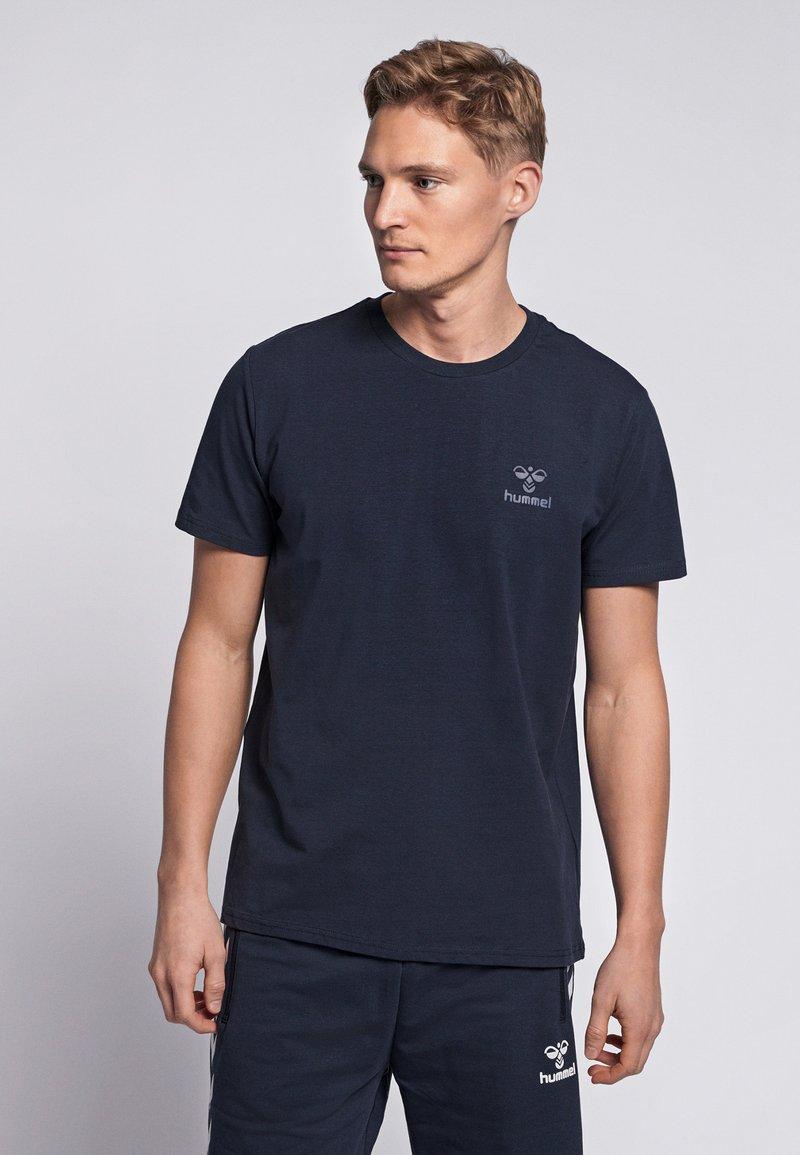 Hummel - HMLSIGGE - Print T-shirt - black iris