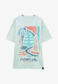 PULL&BEAR - NATURAL VIBES - Print T-shirt - light blue - 4