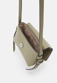edc by Esprit - PIXIE MINI - Across body bag - light khaki - 2