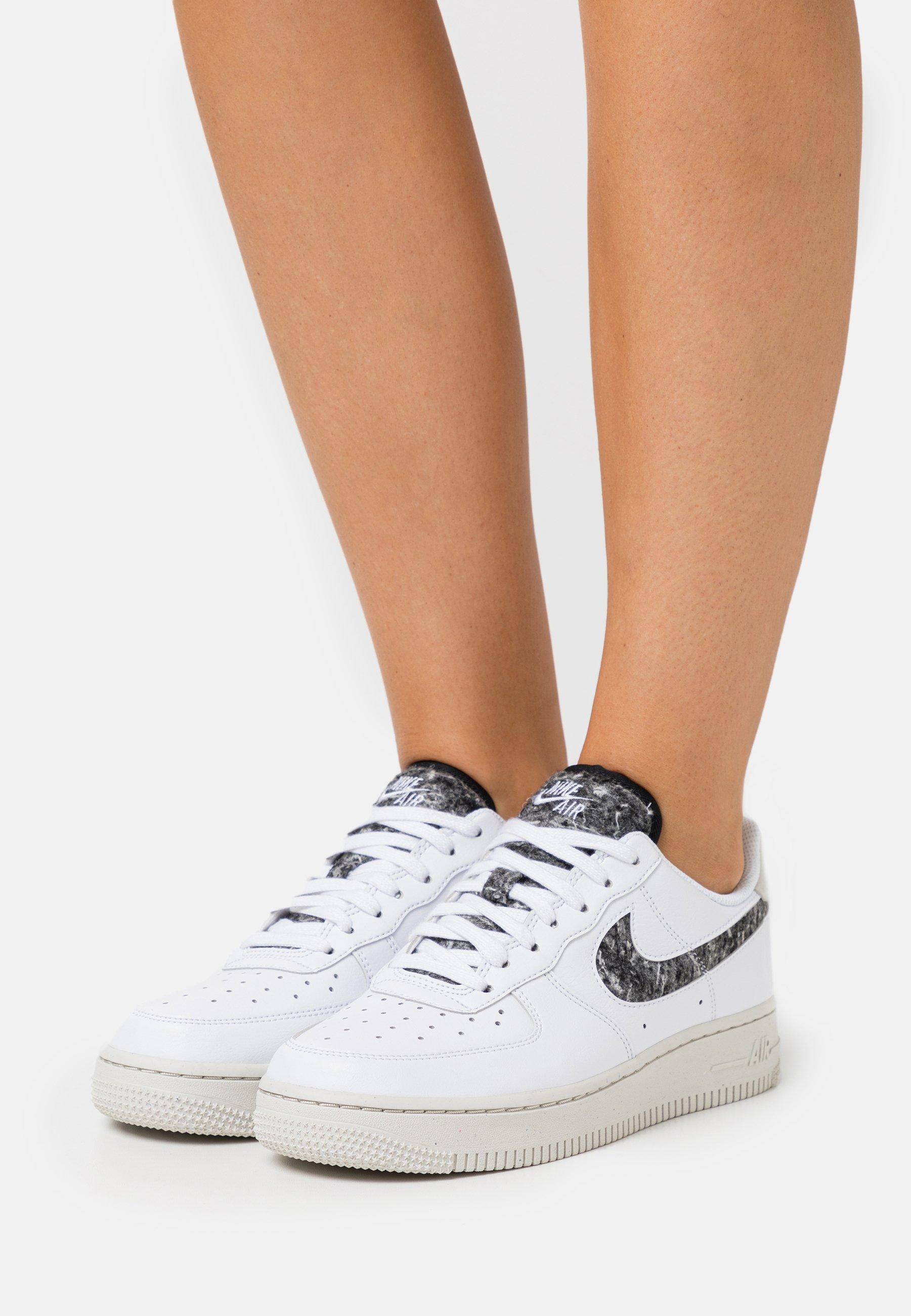 Nike Sportswear AIR FORCE 1 - Baskets basses - white/light bone ...
