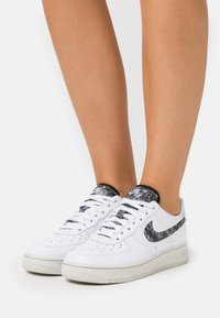Nike Sportswear - AIR FORCE 1 - Sneakers - white/light bone/black - 0