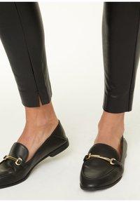 comma - Leggings - Trousers - black - 4