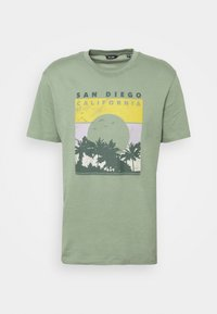 ONSANTHONY LIFE TEE - Print T-shirt - hedge green