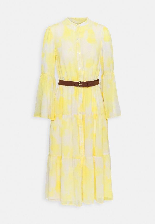 TIE DYE MIDI DRESS - Košilové šaty - saffron
