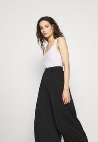 Second Female - MINGA NEW TROUSERS - Kalhoty - black beauty - 3