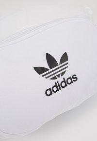 adidas Originals - ESSENTIAL CBODY UNISEX - Bum bag - white - 2