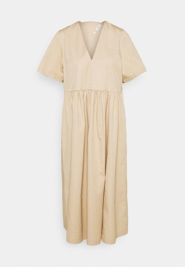 DRESS SHORT SLEEVE V NECK - Denní šaty - light cream beige