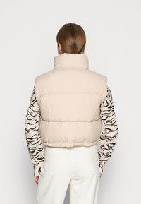 Weekday - CUT PUFFER VEST - Vest - beige - 2