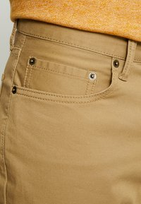 GAP - V-SLIM STRETCH - Jeans slim fit - mission tan - 3