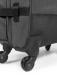 Eastpak - TRANS4 L CORE COLORS REISEGEPÄCK - Wheeled suitcase - black denim - 4