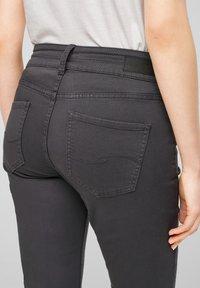 QS by s.Oliver - Denim shorts - dark grey - 6