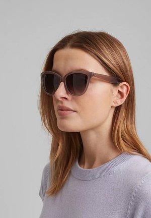 MIT FARBVERLAUF - Sunglasses - beige