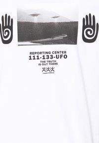 YOURTURN - UNISEX - Triko spotiskem - white - 6
