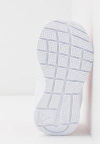 Reebok - RUSH RUNNER 3.0 - Obuwie do biegania treningowe - pink/light pink/white - 5