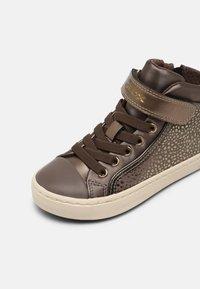 Geox - KALISPERA GIRL - Sneakers hoog - dark beige - 6