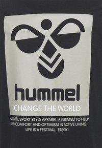 Hummel - HMLTORONTO  - T-shirts print - black - 5