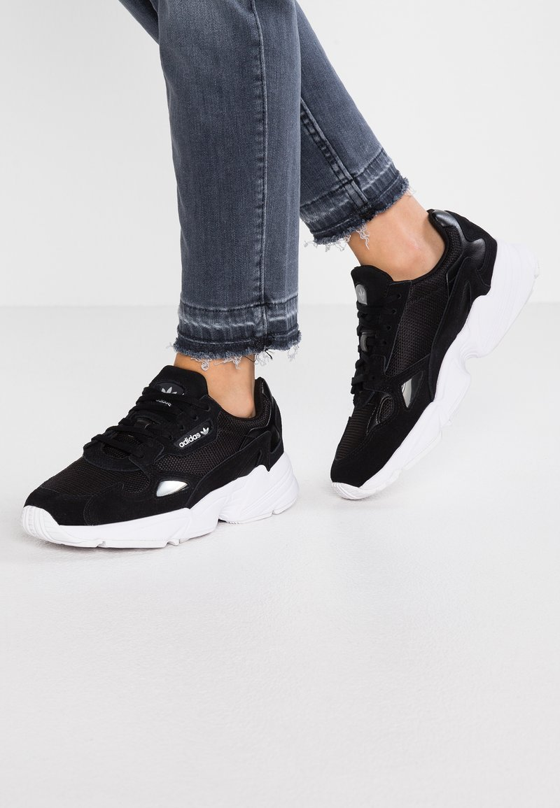 adidas Originals - FALCON - Sneakers laag - core black/footwear white