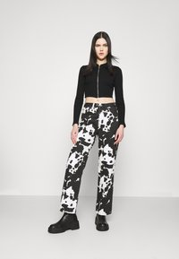 Topshop - COW PRINT RUNWAY - Relaxed fit jeans - black/white - 1